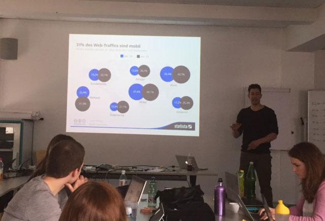 Martin Höllinger erklärt den Studenten die SEO-Trends im Jahr 2015